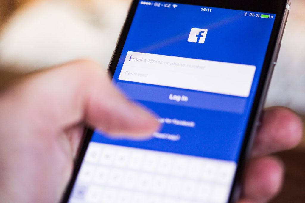 rsz_facebook-app-login